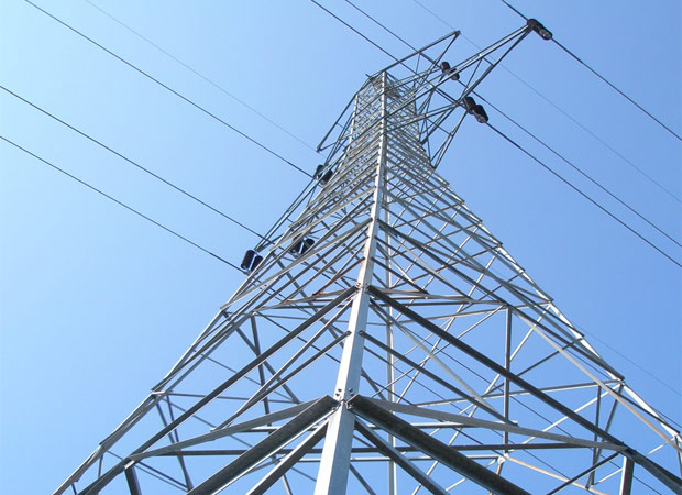 Man climbs over electric tower after wife went missing