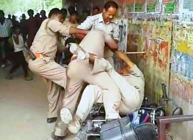 Uttar Pradesh policemen exchanging punches for share of bribe