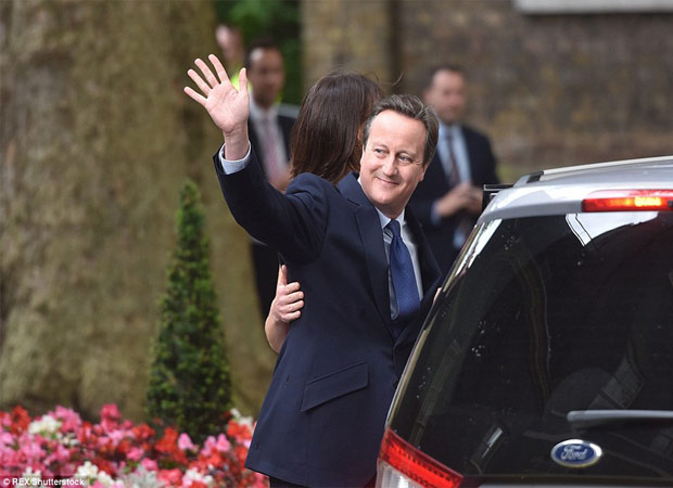 Pictures: David Cameron and family leaves Number 10 teary eyed