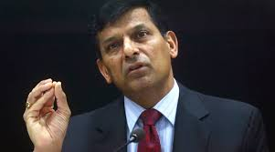 Rajan bats for four-year tenure of RBI governor for Swamy to note