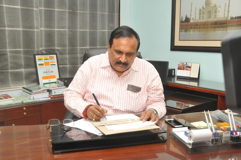 UP CS Singhal instructs officers to change their working style