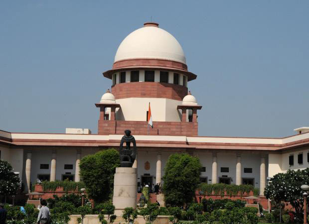 SC orders Mulayam, Mayawati to vacate their official bungalows