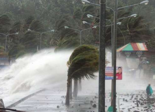 Hong Kong hit with strongest Typhoon Nida in three decades