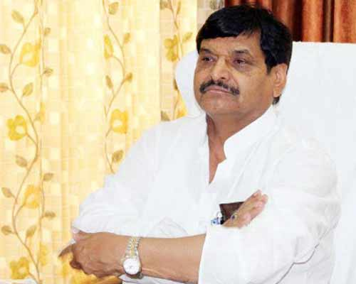 Shivpal repeats resignation threat even after Mulayam's support