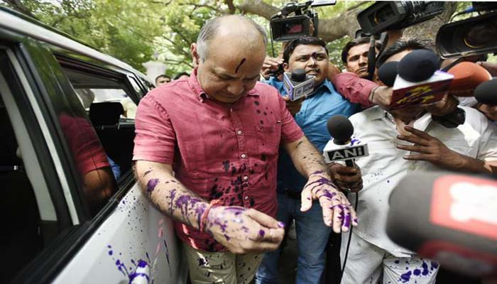 Manish Sisodia faces ink attack outside Governor office