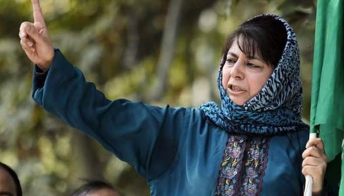 Mehbooba Mufti gives financial assistance to pellet victims