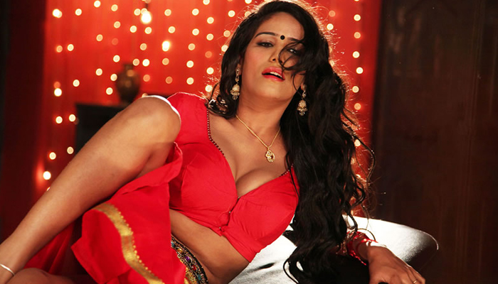 VIDEO: Poonam Pandey goes bold for a cause!