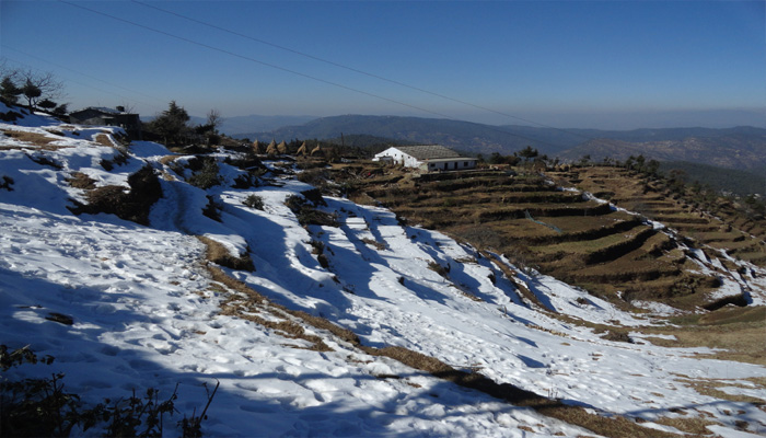 PICTURES: Weather takes a turn, Ukhand receives seasons first snowfall