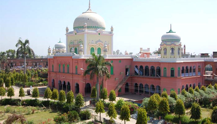 Darul Uloom too opposes  Centre moves, supports boycott call