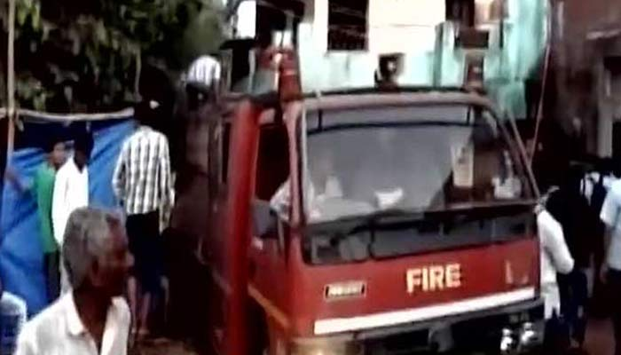 Vadodara: Fire breaks out at crackers shop; eight dead