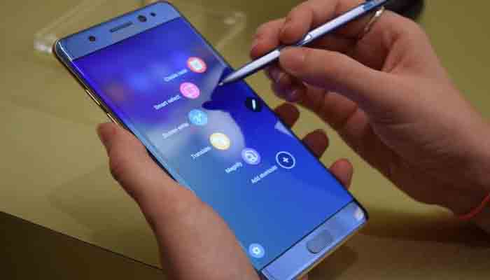 Samsung Note 7 production suspended as replaced sets caught fire