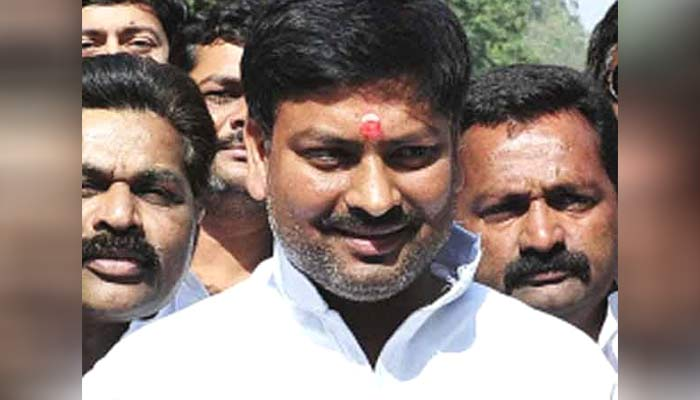 Akhilesh loyalist minister Pawan Pandey expelled from party by Shivpal