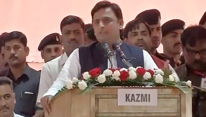 Akhilesh Yadav exhorts party men to keep the house in order