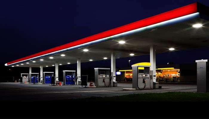 Government allows petrol pumps to dispense cash upto Rs 2000