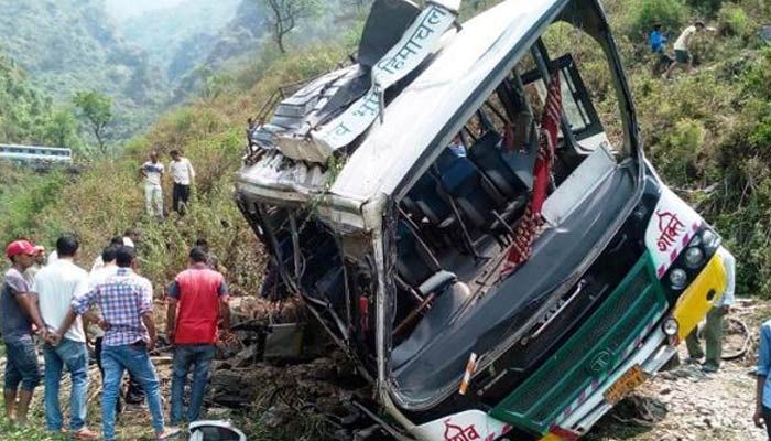 Fourteen killed and many injured in Himachal bus accident