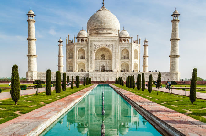 Foreigners at Taj Mahal: ASI to accept Rs 500, 1000 notes