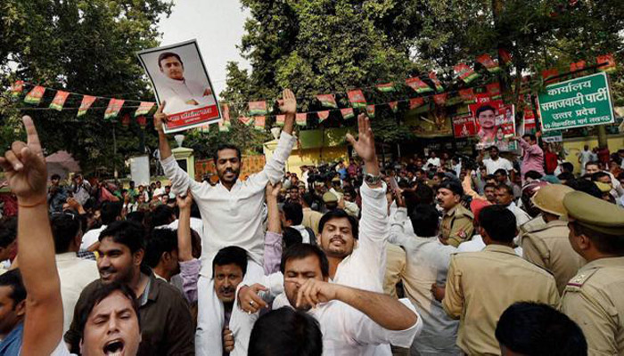 Supporters of two rival SP groups clash during the Rath Yatra