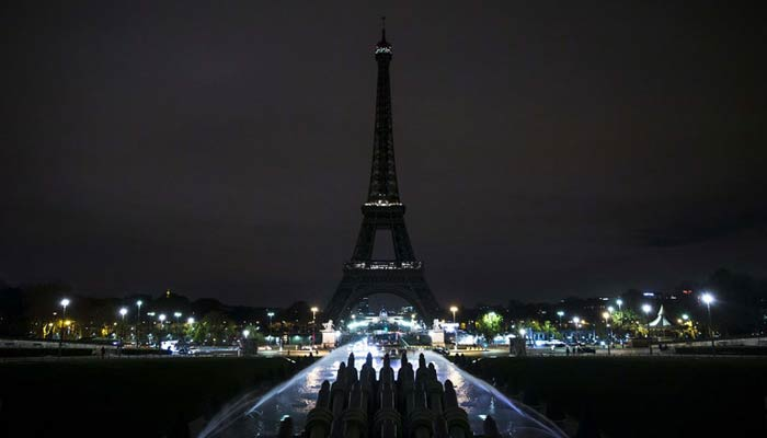 Eiffel Tower goes dark to express solidarity with Aleppo