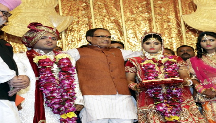 Shivraj Singh becomes foster father of constables daughter