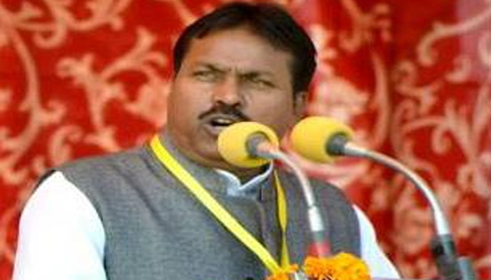 Agra mayor attacks Gadkari, offers Rs 1 lakh prize over him