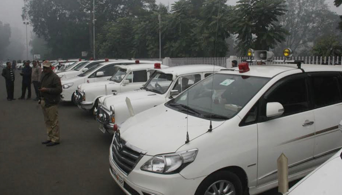 Newstrack Impact: EC assures action against vehicles with red beacons