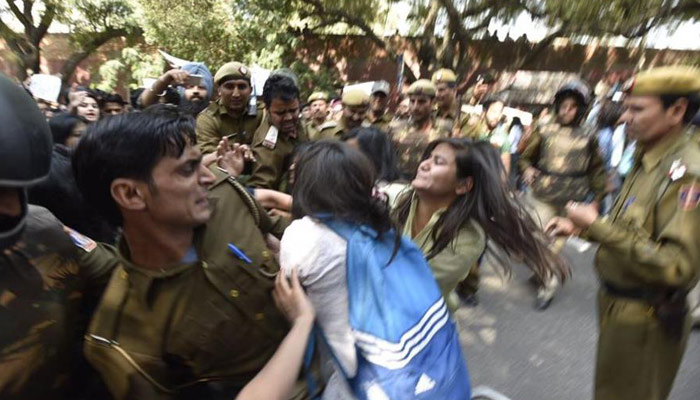 AISA, ABVP student groups clash in Ramjas college, many injured