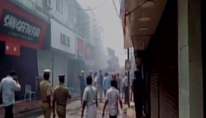 Kerala: Fire breaks out at a textile shop at SM street in Kozhikode
