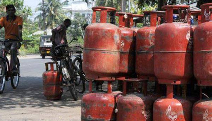 Cooking gets costlier, non-subsidised LPG gas prices increase