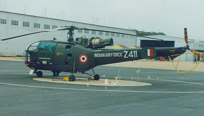 Indian Air Forces Chetak helicopter crashes in Allahabad, pilots safe