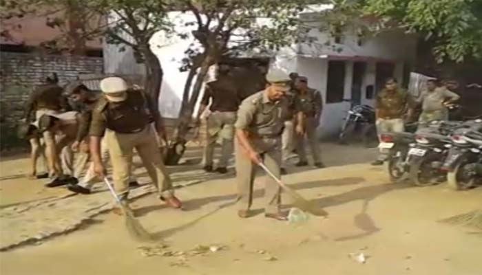 UP Police turns 'Swach Bharat' promoters, Moradabad stations go clean