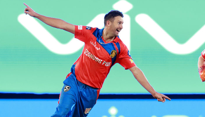 IPL 10 GL vs RPS: Andrew Tyes pulls out hat-trick; Pune posts 171/8