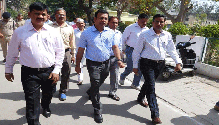 Meerut DM Sameer Verma inspects Collectorate to check cleanliness