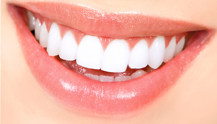 Ways to get sparkling teeth without using toothpaste...!!!