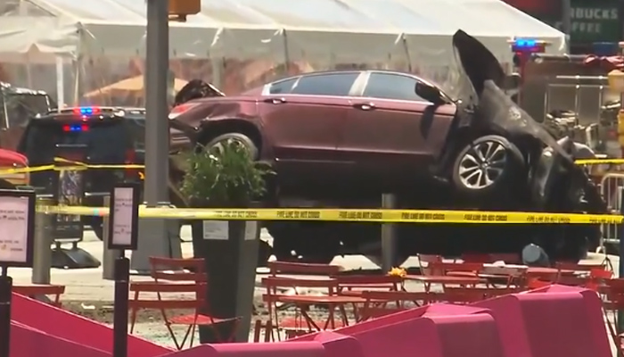 Speeding car kills 1, injures 10 in New York citys Times Square