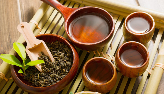 Want a glowing skin? Drinking tea in a right way can help!
