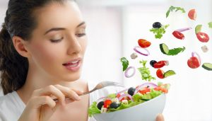 Eating in front of mirror may help you gain appetite
