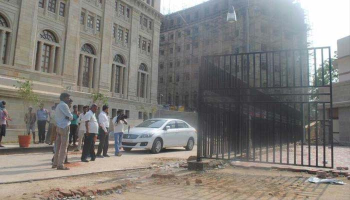 7-yr old girl lost her life after iron gate falls on her in Lok Bhawan