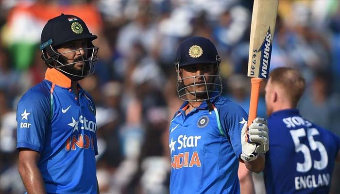 Agarkar puzzled over Dhoni, Yuvrajs existence in playing XI