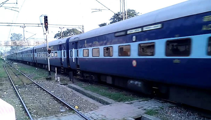 Explosive found in Akal Takht Express | UP ATS begins probe