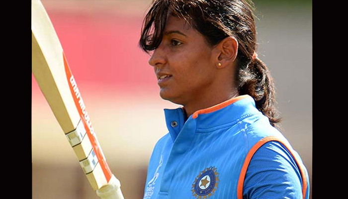 Cricketer Harmanpreet meets Amarinder; gets Rs 5 lakh cheque