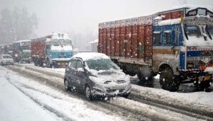 All major roads cleared of snow in Kashmir, LG reviews situation
