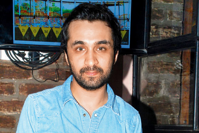 I do not compete with my sister Shraddha, says Siddhanth Kapoor