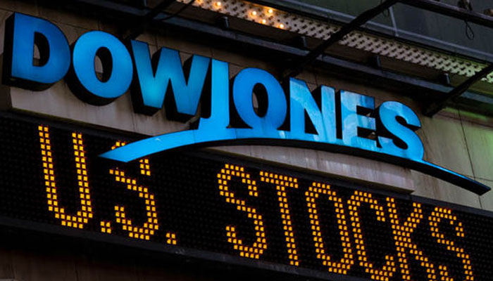 US stocks go higher: Dow closes above 26,000 for first time