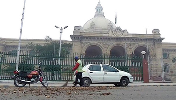 Two arrested for dumping potatoes outside UP CMs residence