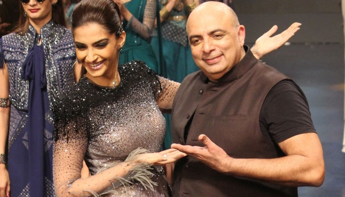 Bold Sonam Kapoor steals the show with her ramp walk!