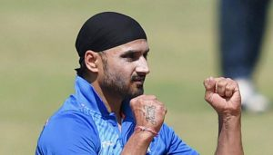 'One guy cannot win you the game', Harbhajan backs Kohli after India's loss in 2nd ODI
