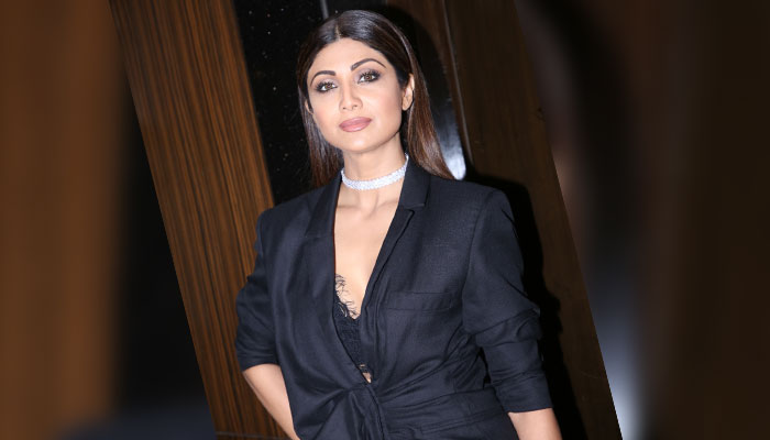 Shilpa turns Lady in Black to glam up a promotional event