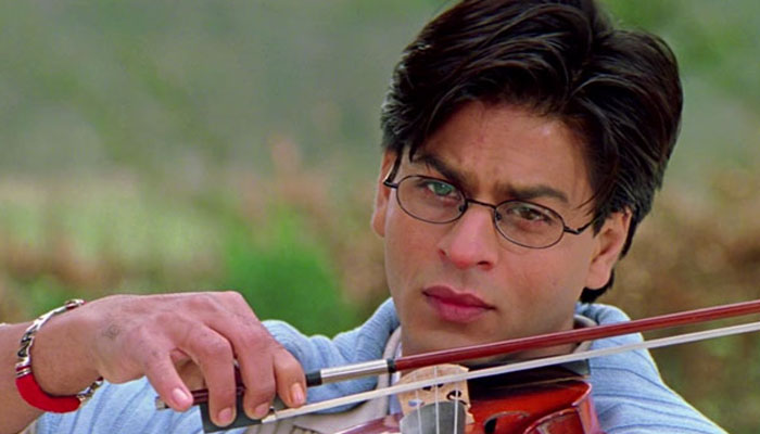 SRK yet again proves why he is king of romance; check here