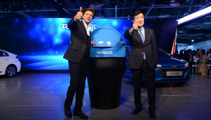 SRK supports PM Modis cleanliness campaign, unveils portable bin for cars