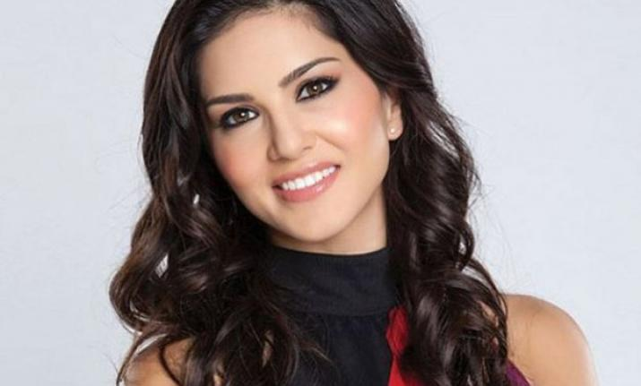 This Bollywood actor makes Sunny Leone laugh a lot!